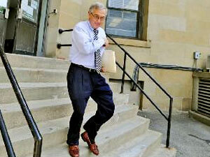 Corrupt Judge Mark Ciavarella flees the courthouse, hopefull yon his way to spend the next seven years in a louse-ridden juvenile facility.