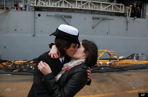GAY-NAVY-KISS