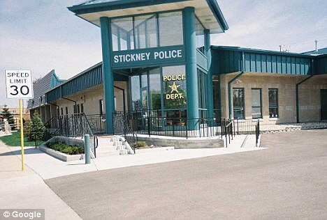Stickney Police Officer Sued over Date Note