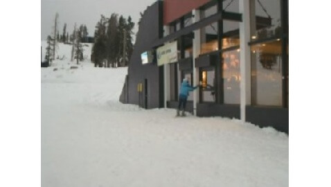 Ski-thru Starbucks Monopolizes the Market
