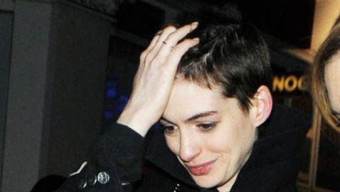 Anne Hathaway Sports New Hairdo