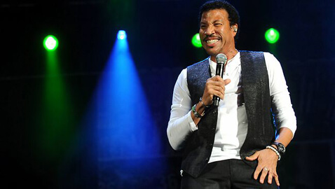 Lionel Richie Climbs to Top Spot on Billboard 200, Retains it This Week Too