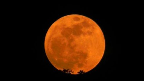 'Supermoon Saturday' Leaves Brilliant Photos