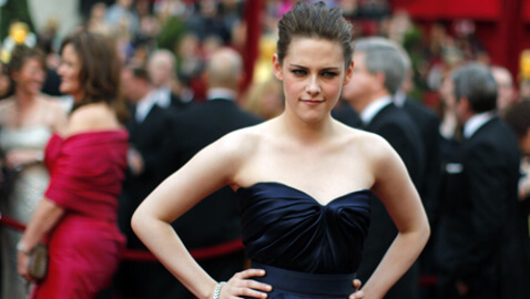 Kristen Stewart Sports Crutches at Oscars