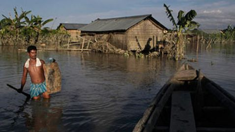 People Returning to Flooded Homes in India