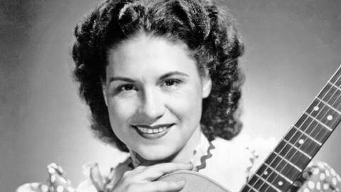 Country Music Pioneer Kitty Wells Dies at 92