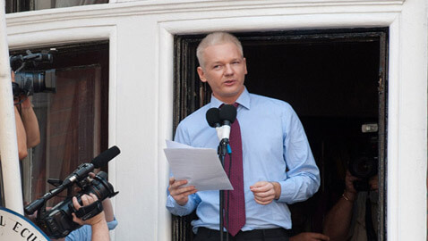 Assange Calls on Obama from Ecuador in U.K.