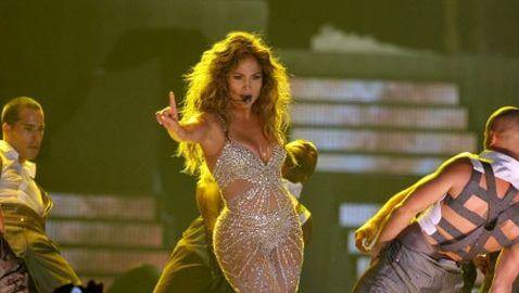 Jennifer Lopez Suffers Wardrobe Malfunction