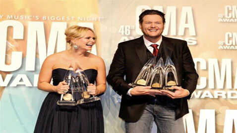 Shelton Steals the Show at Country Music Awards
