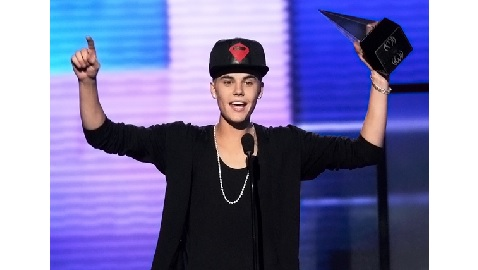 Two Notable Events at the Billboard Music Awards: Booed Bieber, Miguel Attacks a Fan