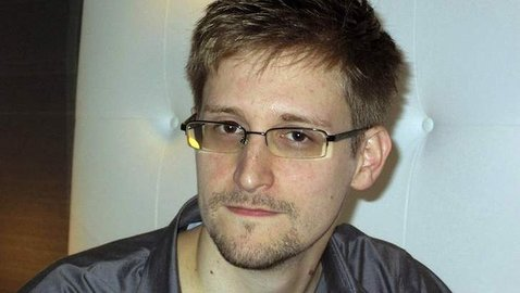 Snowden Leaves Sheremetyevo, Enters Russia on Temporary Asylum