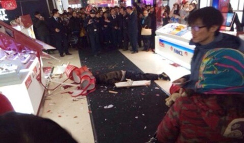 Man Reportedly Jumps to His Death in Chinese Mall after Girlfriend's Shopping Spree