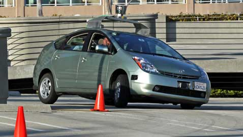 Snyder Allows Manufacturers Test Driverless Cars in Michigan