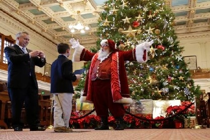 "In Texas Wishing Someone ""Merry Christmas"" is Now Protected by Law in Public Schools"