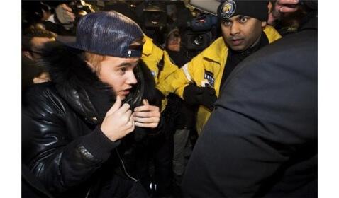 Justin Bieber Turns Himself in