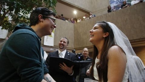 Utah Asks Supreme Court to End Marriage of Same-Sex Couples in the State