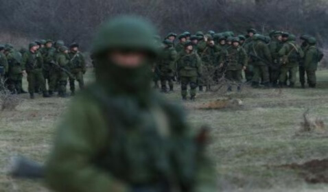 Ukraine Troops Prepare to Evacuate Crimea