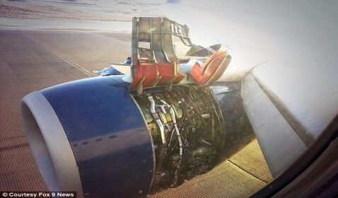 Delta Plane Loses Wing Panel While in Flight