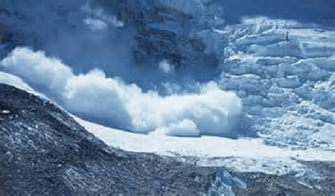 Avalanche at Mount Everest Kills 12 Guides, 4 Still Missing