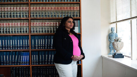 Judge, Prosecutors Resist Pregnant Attorney's Request for Delay in Trial