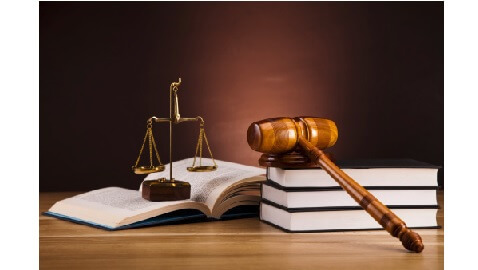 law school enrollment continues to diminish