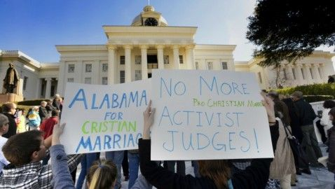 Alabama Chief Justice Stops Issuance of Same-Sex Marriage Licenses