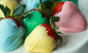 Easter-egg-chocolate-covered-strawberries-and-other-Easter-treats