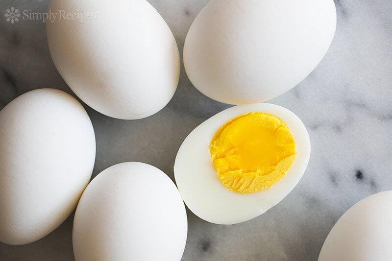 hard-boiled-eggs-horiz-800