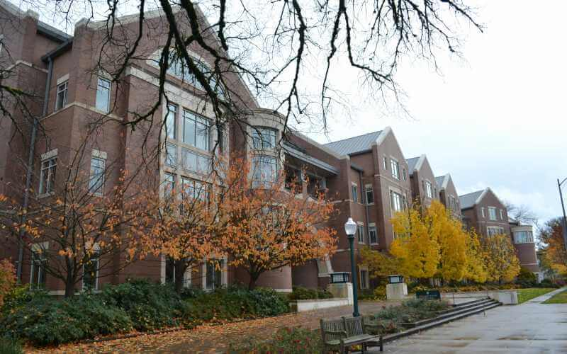 Former Univ. of Oregon Law Student Sues School