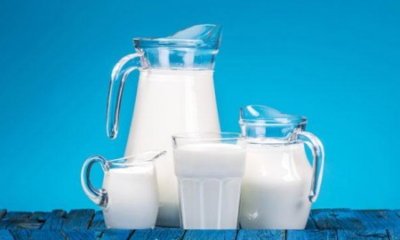 skimmed-milk-vs-full-fat-milk--which-is-healthier-and-will-help-you-lose-weight-136405145941303901-160412144210