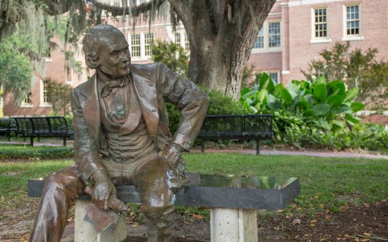 Eppes statue